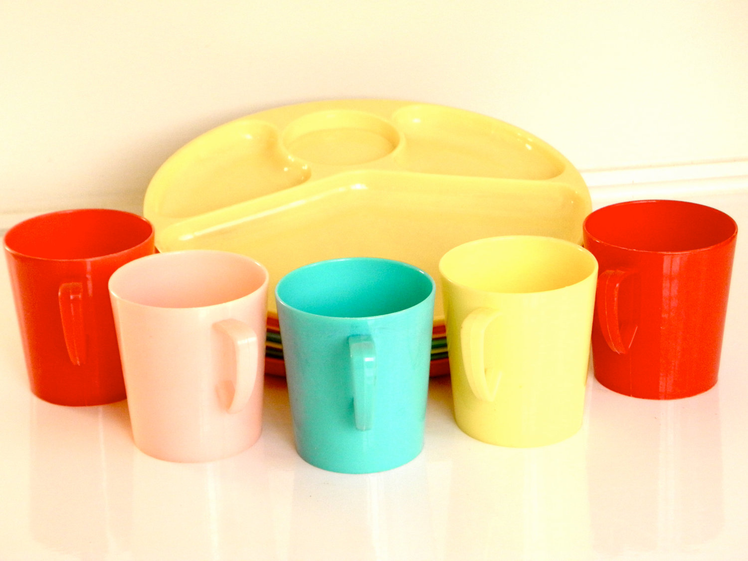 Vintage Gothamware Picnic Set Of Colorful Plastic Melamine Plates And Cups