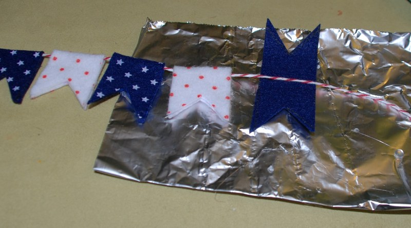 dsc 0194 800x444 DIY Patriotic Mini Bunting
