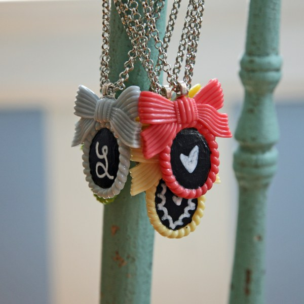 img 8927 600x6001 DIY Shabby Chalkboard Necklaces