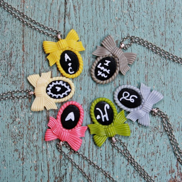 img 8933 600x6001 DIY Shabby Chalkboard Necklaces
