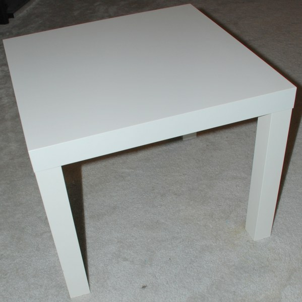 1 table 599x600 DIY Cheap and Chic Bottlecap Table