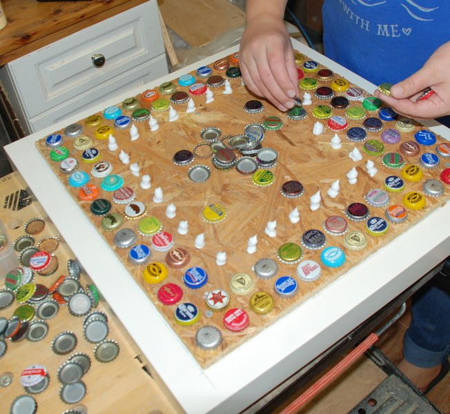 11 place bottlecaps 652x600 DIY Cheap and Chic Bottlecap Table