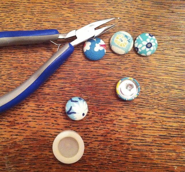 IMG 5084 642x600 12 Days of Handmade Gifts  Vintage Feedsack Chalkboard Lockets