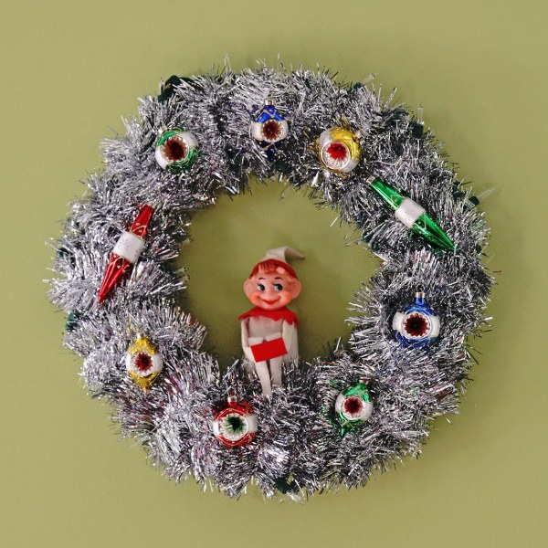 IMG 8550 600x600 DIY Retro Tinsel Christmas Wreathes