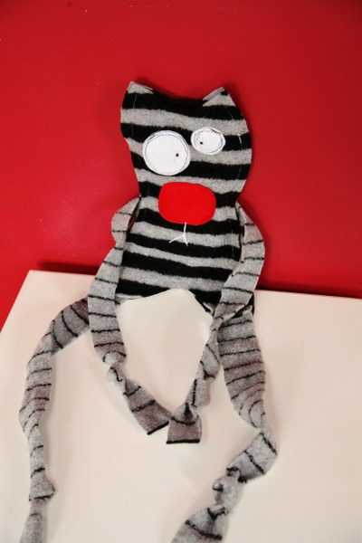 IMG 9021b 400x600 12 Days of Handmade Gifts  DIY Pet Toys