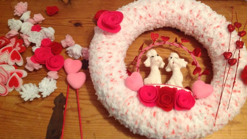 IMG 0416 800x4501 14 Days of Love  Valentines Yarn Wreath