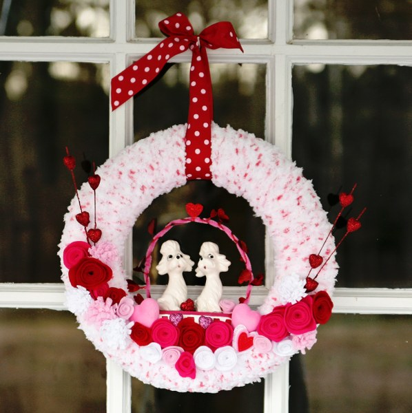 IMG 0473 598x6001 14 Days of Love  Valentines Yarn Wreath