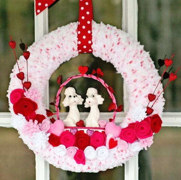 IMG 0474 601x6001 14 Days of Love  Valentines Yarn Wreath
