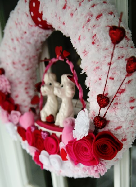 IMG 0479 438x600 14 Days of Love  Valentines Yarn Wreath