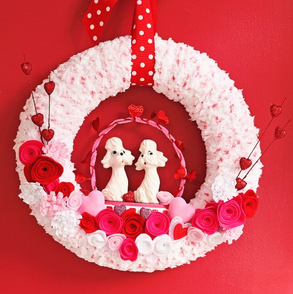 IMG 0496 599x600 14 Days of Love  Valentines Yarn Wreath