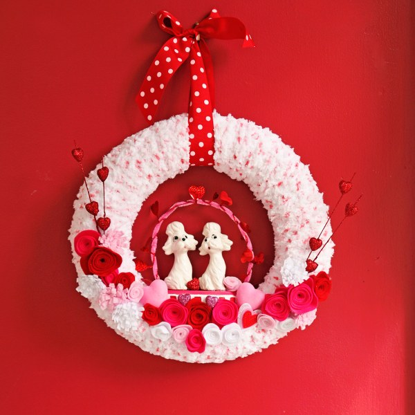 IMG 0497 600x600 14 Days of Love  Valentines Yarn Wreath