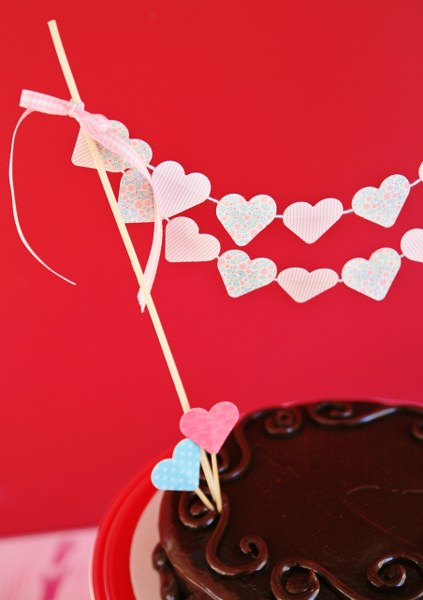 IMG 0801 423x600 14 Days of Love  DIY Sweetheart Cake Bunting and Picks