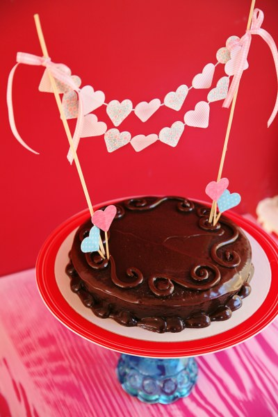 IMG 0804 400x600 14 Days of Love  DIY Sweetheart Cake Bunting and Picks