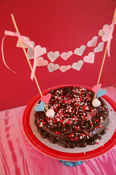 IMG 0809 400x600 14 Days of Love  DIY Sweetheart Cake Bunting and Picks
