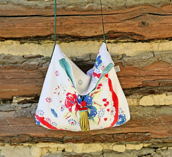 IMG 2485 657x600 Repurposed Vintage Tablecloth Cross Body Tote