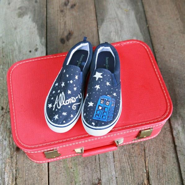 IMG 5103 597x600 DIY Painted Sneakers