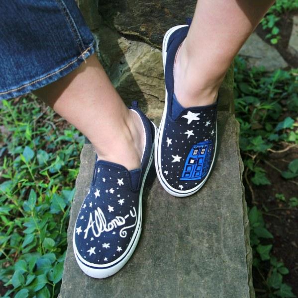 IMG 5169 599x600 DIY Painted Sneakers