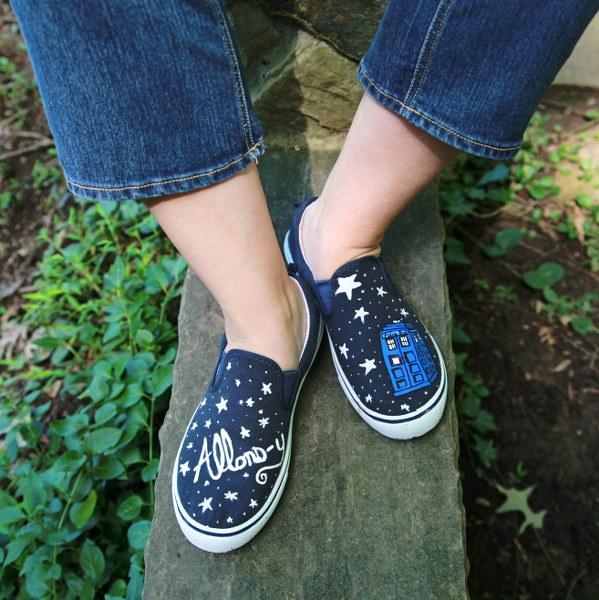 IMG 5170 599x600 DIY Painted Sneakers
