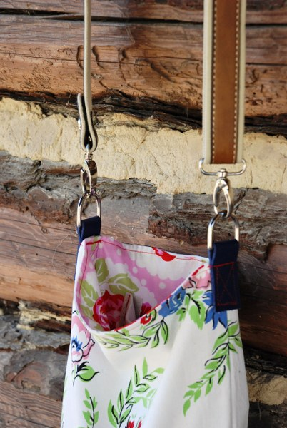 DSC 0135 2 402x600 DIY Upcycled Tablecloth Cross Body Mini Tote