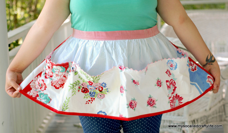 diy retro apron DIY Upcycled Vintage Tablecloth Apron