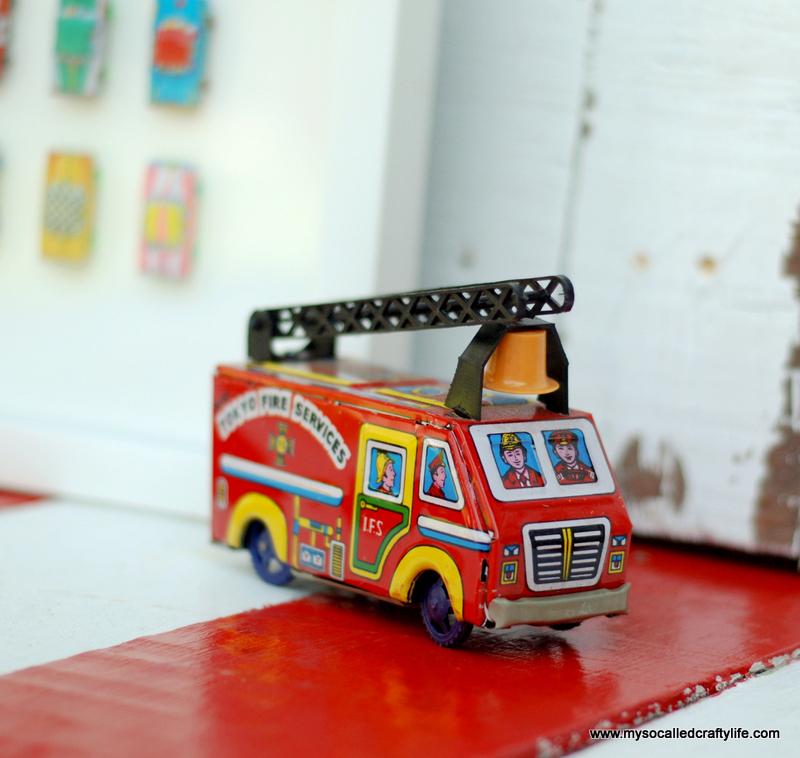 02 DSC 0096 4 Easy Framed Vintage Toys for a Kids Room