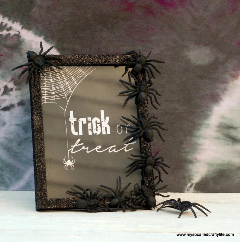 06 DSC 0122 3 Easy DIY Halloween Glitter Frame
