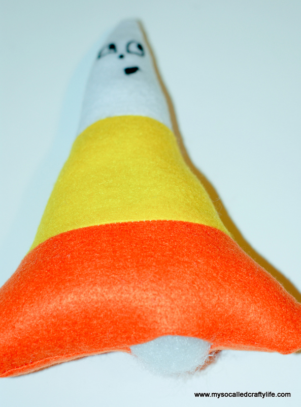 15 DSC 0122 2 DIY Halloween Felt Cute Candy Corn Plushie