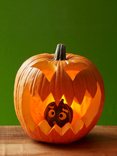 4 jackolantern with baby pumpkin lgn Halloween DIY Round Up  October 2014