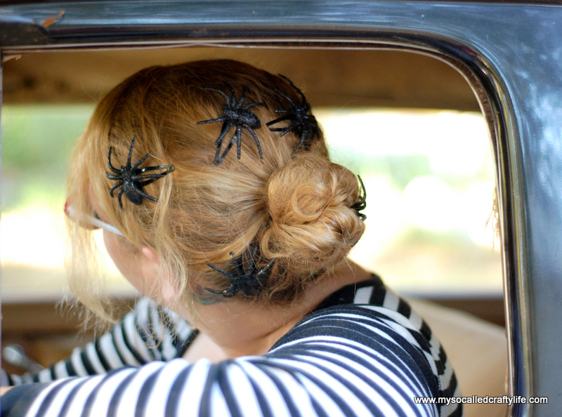 7 DSC 0189 Five Minute DIY Halloween Spider Hair Clips