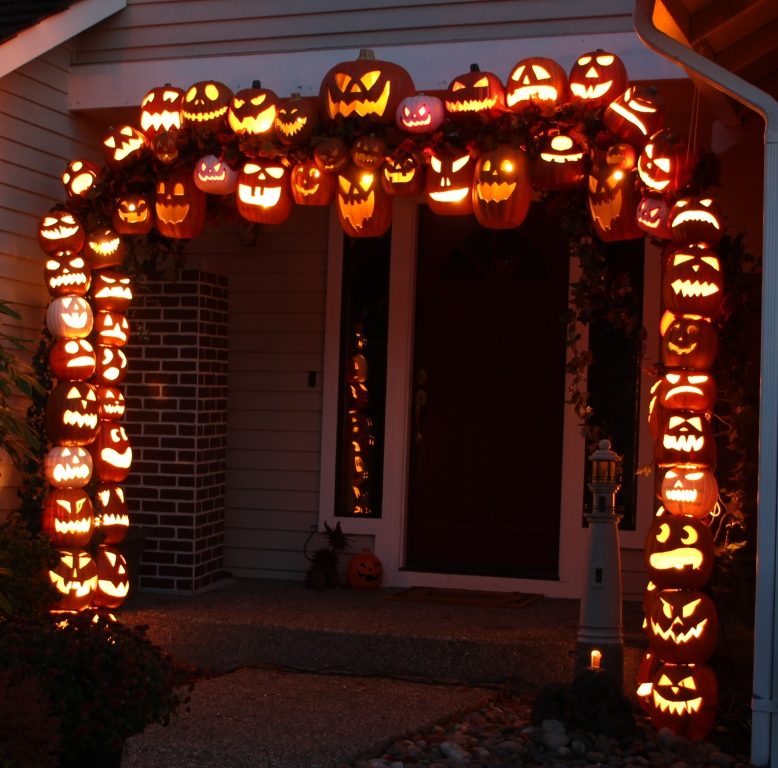 pumpkin Arch 31 Halloween DIY Round Up  October 2014