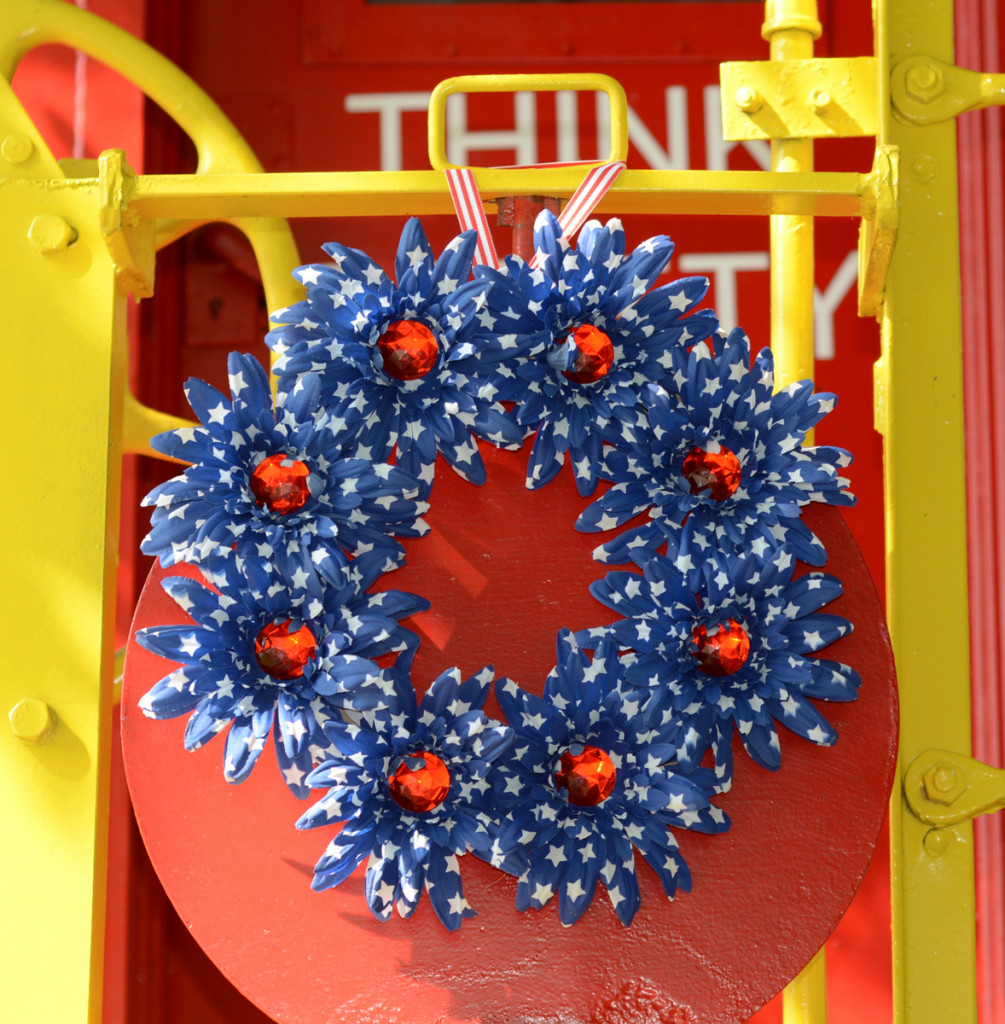02 DSC 4057 1005x1024 Easy DIY Floral Independence Day Wreath