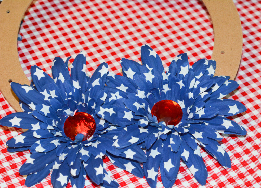 12 DSC 3942 1024x738 Easy DIY Floral Independence Day Wreath